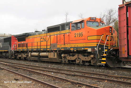 CN2195 C40-8W other side