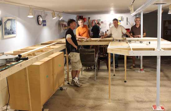 building model railroad benchwork