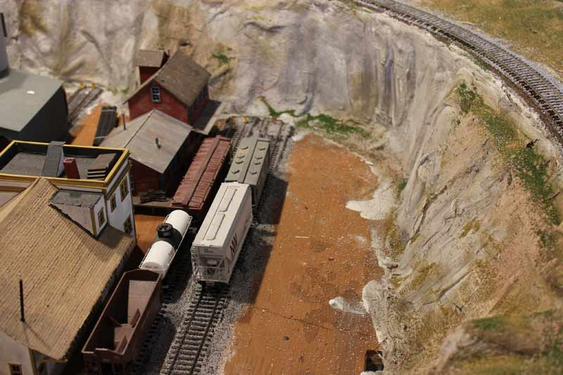 colouring model railroad scenery